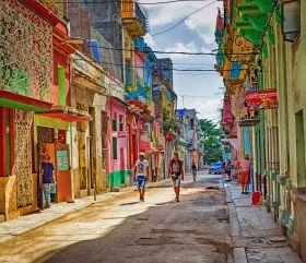 _E7A6838 Havana street scene gritty texture web ready