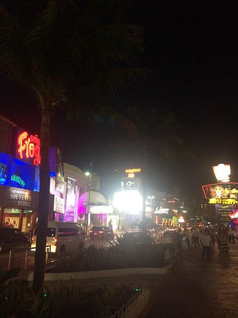 【メキシコ】カンクンの夜の繁華街
