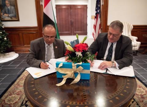 "AURAK President, Professor Hassan Hamdan Al Alkim, signs the deal with his Coastal Carolina University counterpart Professor David A. DeCenzo"" (Photo - AETOSWire)"