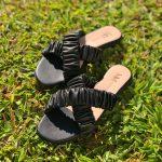 Sandália Rasteira Feminina Preta com Detalhes de Elástico Sanfonado Calçados Femininos Coleção Verão Moda e Tendencia Loja Online MM Store Shoes (19)