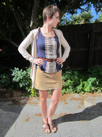 This is the outfit I've been wearing for 2 days... It's a top from Modcloth that might just be my fave Modcloth item ever.