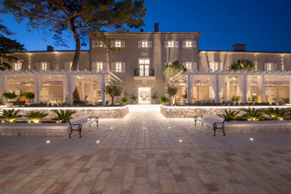 Top 10 suggestions of the luxury accommodation for New Year celebration