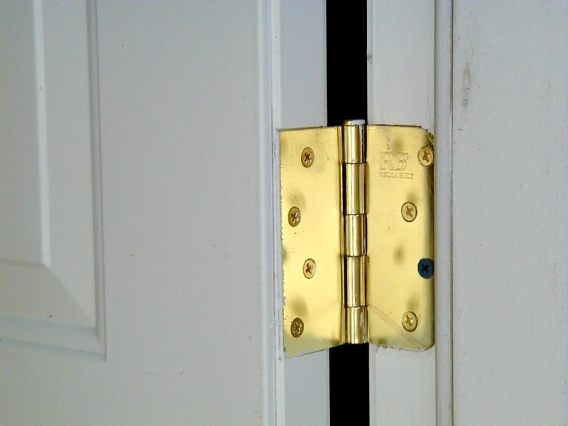 How to take a door off its hinges