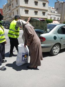 """مؤسسة """"نجيب أمهالي"""" توزع مساعدات غذائية على آلاف الأسر المعوزة 3"""