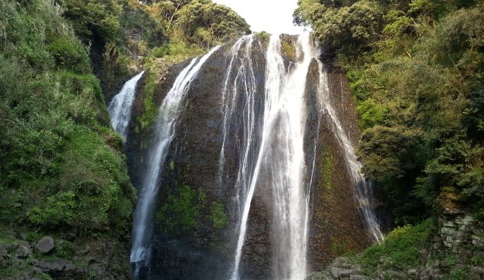 日本の滝百選の一つ「龍門滝」
