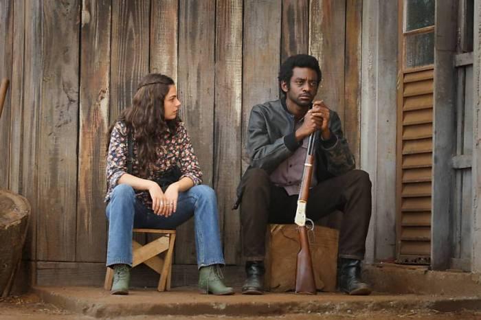 Maria Lúcia e João, com um Winchester-22.