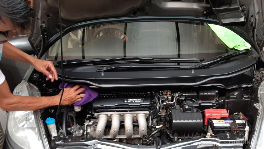 Layanan Cuci Mesin Mobil (Engine Detailing) Mobiklin