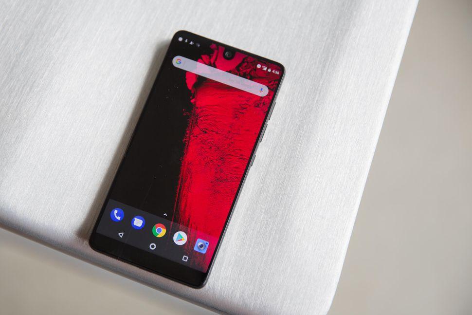 """Essential jobbar på """"en ny typ av smartphone"""""""