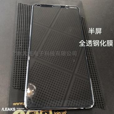 nokia-9-top-front-shown-in-first-live-pictures-of-the-penta-lens-camera-phone