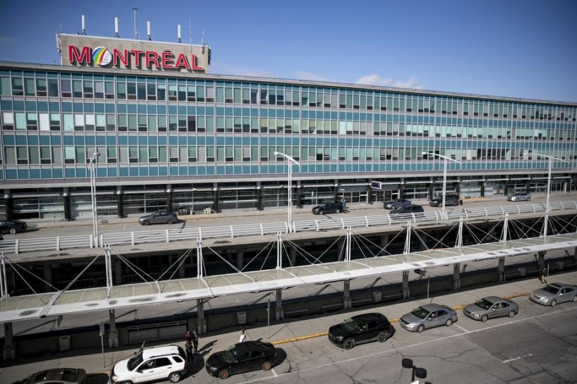 Vaccination à l'auto | Un premier site sera établi à l'aéroport de Montréal