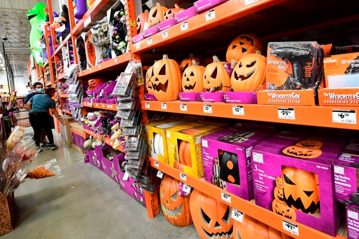 Le spectre de la COVID-19 plane sur les festivités d'Halloween