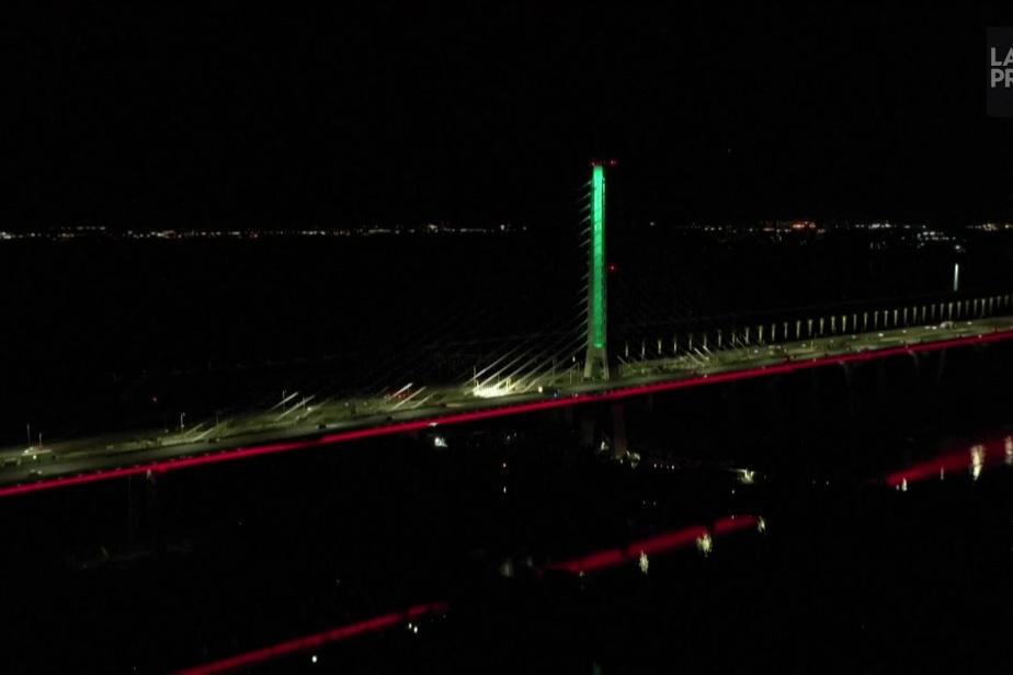 Le pont Samuel-De Champlain s'illumine aux couleurs du drapeau libanais