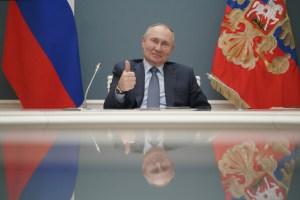 2000-2036   Poutine se signe une loi l'autorisant à faire deux mandats de plus