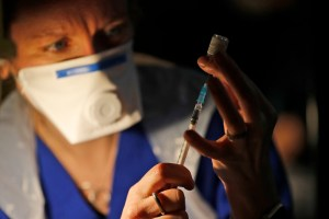 Selon des études | Le vaccin BioNTech-Pfizer semble efficace contre le variant anglais