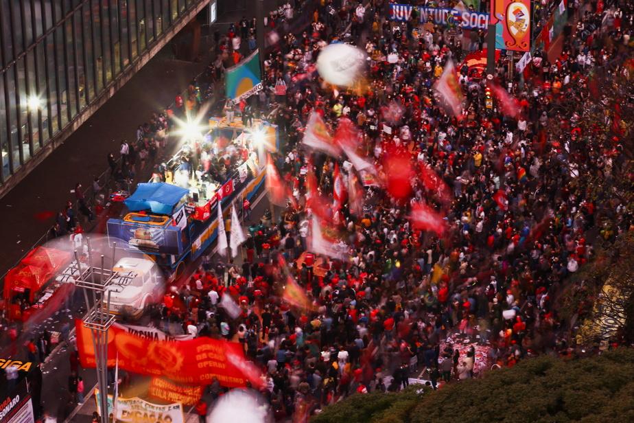 Brésil   Des dizaines de milliers de personnes manifestent contre Bolsonaro