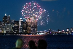 COVID-19 | New York célèbre la fin des restrictions avec des feux d'artifice