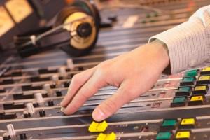 Radios francophones   Des tubes anglophones à profusion et, surtout, passéistes