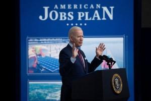 Biden reçoit républicains et démocrates pour parler d'infrastructures