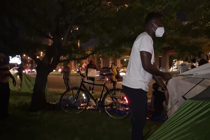 Sit-in à Montréal pour les travailleurs essentiels demandeurs d'asile