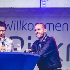 Markenbotschafter Mehmet Scholl besucht Dacia auf der IAA