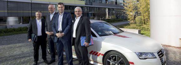 Bayerischer Ministerpräsident Dr. Markus Söder testet den Autobahnpiloten von Audi