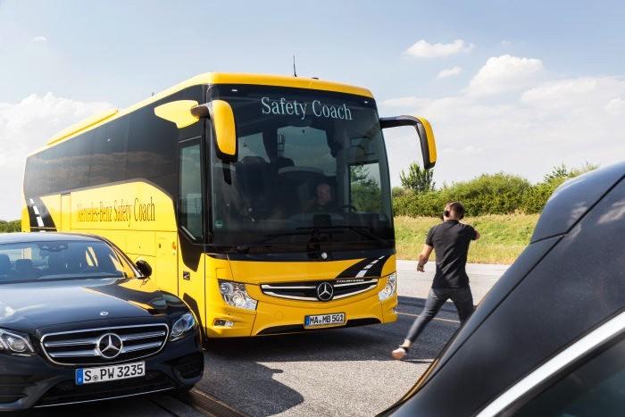 Der neue Bremsassistent Active Brake Assist 4: Serie in allen Reisebussen von Mercedes-Benz und Setra, neuer Preventive Brake Assist für Stadtbusse