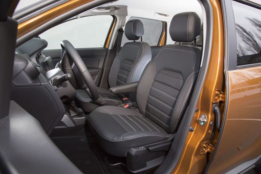 Dacia Duster offene Tür
