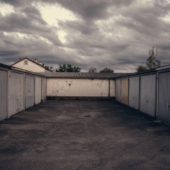 Carport oder Garage: Wie stelle ich meine Fahrzeuge am besten unter?