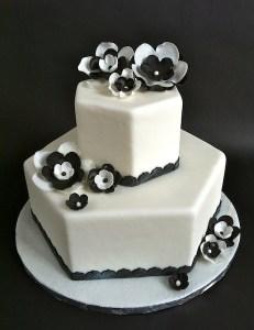 Torte-2Stock-6eck-schwarzweiß1