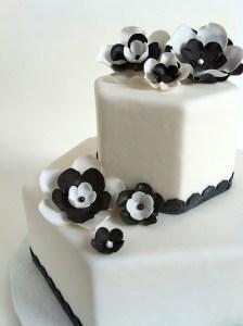 Torte-2Stock-6eck-schwarzweiß2
