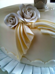 Torte-3Stock-Faltenrelief-Hochzeit2