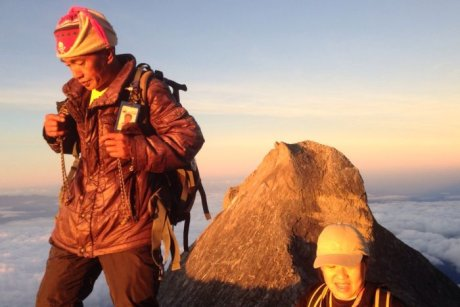 Australian hiker Vee Jin Dumlao stranded after Malaysia quake says her mountain guide Jomius never left her side