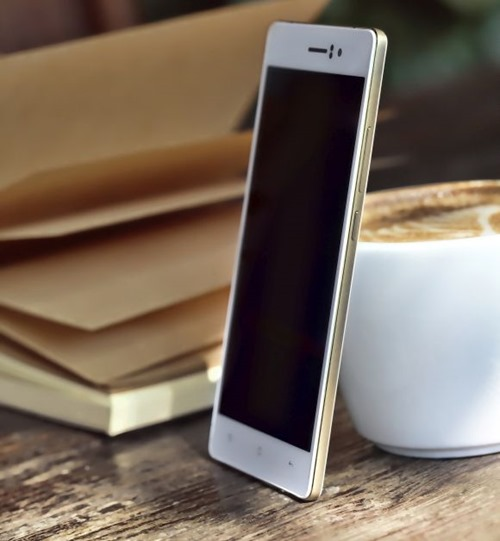 150202-oppo-r5-Gilded-gold-edition-02