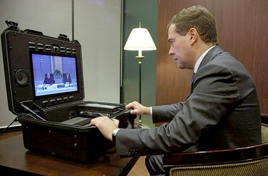 netbook-of-president-of-rus Russian President Dmitry Medvedev uses Tandberg Tactical MXP