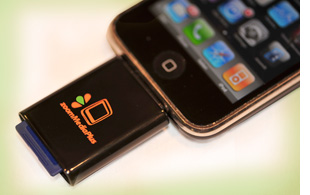 zoomit-plugged-300 Apple iPhone reads SD cards with ZoomIt accessory
