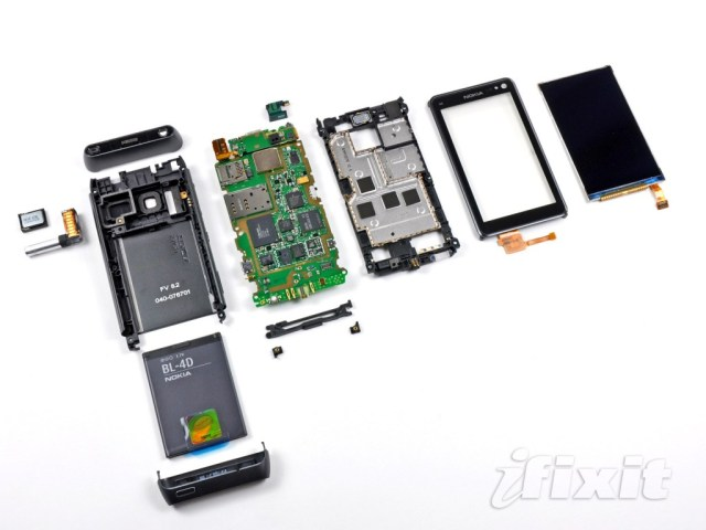 nokia-n8-teardown-1024x768 Dismantling the Nokia N8 Symbian^3 smartphone