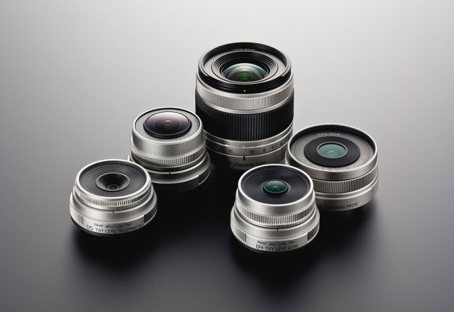 ZURQLENSES-640x440 Pentax Q offers interchangeable lenses in tiniest package ever
