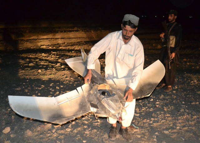 birdiepakdrone1-e1314618756553 Mysterious bird-like drone crashes in Pakistan