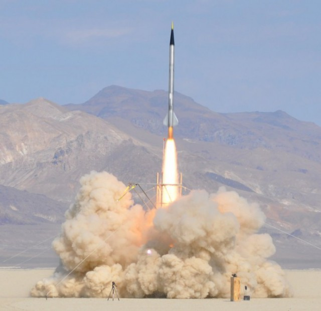 qu8k-rocket-derek-deville-640x619 Qu8k Home-built Rocket Soars 121,000 feet in 92 seconds