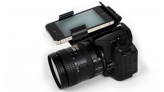 flash-dock Flash Dock Attaches to iPhone to a DSLR Camera Hot Shoe