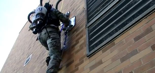 120613-pvac  Vertical Ascender Uses Vacuum Pads to Let You Climb Walls (Video)