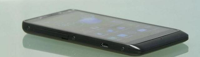 razrm-side Motorola Droid RAZR M Review