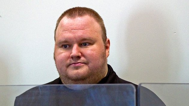 121106-kimdotcom Kim Dotcom to Sue Hollywood, Offers Free WiFi to New Zealand
