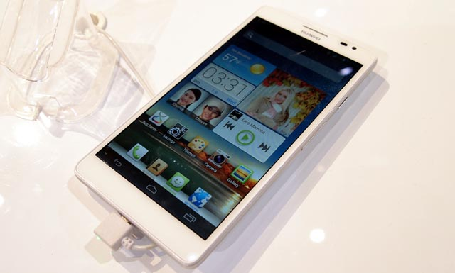 1P1097964 Hands-On with the 6.1-Inch Huawei Mate Android Smartphone