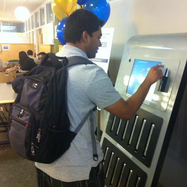 Kiosk-Launch-640x640 Drexel Rolling Out Free Macbook Vending Machine