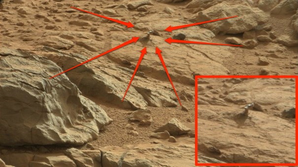 original1 Curiosity Finds Metal-Like Object on Mars
