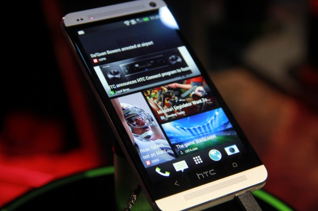 130314-htc-640x426 Verizon Is Getting HTC One Smartphone After All