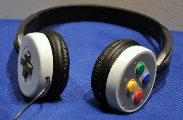 snes-headset DIY Video Shows How to Transform SNES Controller into Unique Headphones