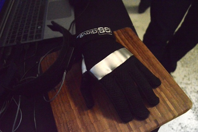 oculus-rift-vr-igs-glove Future Gaming To Be Frighteningly Real