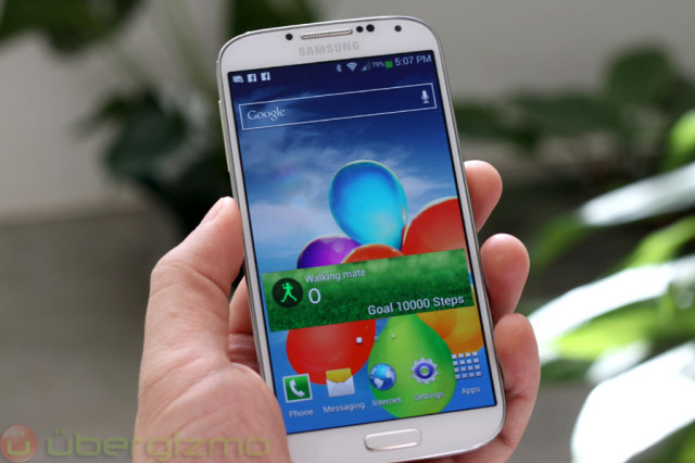 130606-sgs4 Samsung Galaxy S4 Update Lets You Load Apps onto microSD Card